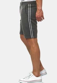 INDICODE JEANS - Shorts - charcoal - 6