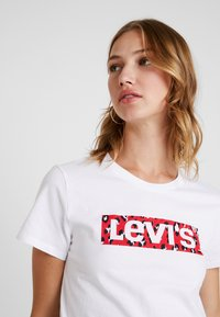 Levi's® - THE PERFECT TEE - Print T-shirt - white - 3