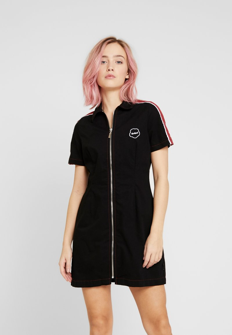 Kickers Classics - STRIPE SHIRT DRESS - Robe d'été - black/burgundy