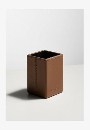 LEDERHÜLLE FÜR PARFÜMFLAKON 04600101 - Beauty-accessoire - brown