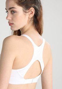 Nike Performance - RIVAL BRA HIGH SUPPORT - High support sports bra - white/white/pure platinum - 3