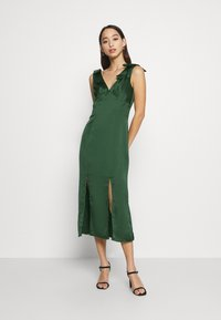 Chi Chi London - PAOLA DRESS - Cocktail dress / Party dress - green - 0