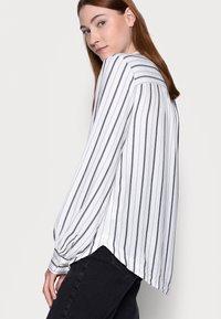 Gap Tall - SHIRRED - Blouse - black white - 3