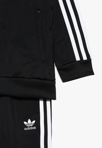 adidas Originals - SUPERSTAR  - Chándal - black/white - 4