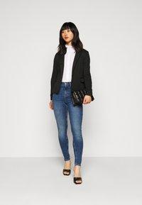 Vero Moda Petite - VMJULIA - Blazer - black - 1