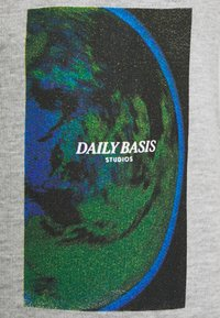 Daily Basis Studios - PHOTO JOGGER - Träningsbyxor - grey marl - 2