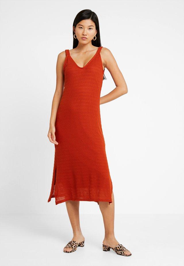 Długa sukienka - cinnamon