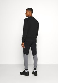 CLOSURE London - CONTRAST JOGGER WITH TAPING - Träningsbyxor - black - 2