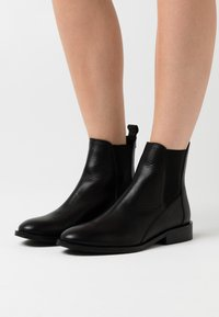 Shoe The Bear - FINNA CHELSEA - Classic ankle boots - black - 0