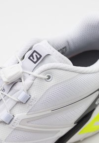 Salomon - XT WINGS 2 UNISEX - Trainers - white/ebony/safety yellow - 5