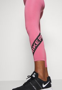 Nike Performance - 7/8 TROMPE  - Tights - desert berry/black - 5