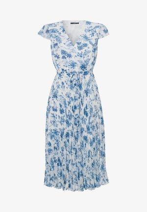MIT BLUMENDRUCK - Day dress - fresh blue