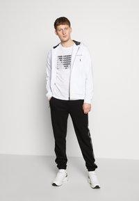 KARL LAGERFELD - CREWNECK - Print T-shirt - white - 1