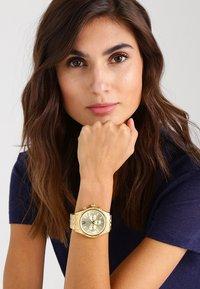 Michael Kors - LEXINGTON - Chronograph watch - gold - 1