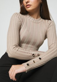 Missguided Petite - BUTTON CUFF CREW NECK BODY - Jumper - sand