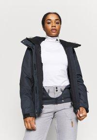 Roxy - JET SKI SOLID - Snowboard jacket - true black - 4