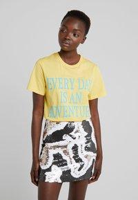 Alberta Ferretti - EVERYDAY - Print T-shirt - yellow - 0