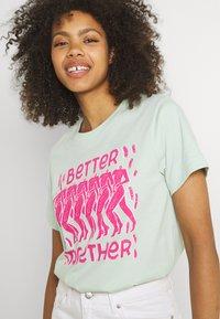 Dedicated - MYSEN BETTER TOGETHER  - Print T-shirt - surf spray - 3