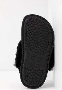 Crocs - CLASSIC LUXE SLIPPER  - Slippers - black - 6
