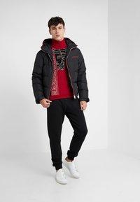Versace Collection - Jumper - rosso/nero/beige - 1