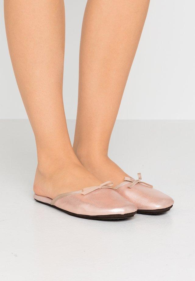 SATI - Pantofole - smoky camelia