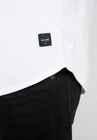 Only & Sons - ONSMATT LONGY TEE 3-PACK - Basic T-shirt - white/black/light grey melange - 5