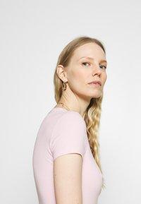 Guess - MIRIANA TEE - T-shirt imprimé - taffy light pink - 4