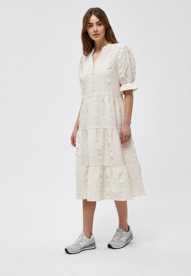 BERGITTA  - Skjortklänning - broken white