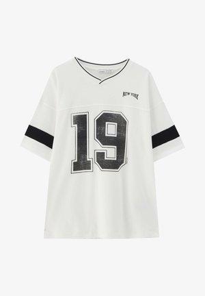 OVERSIZE IM COLLEGE STIL - Print T-shirt - white