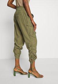 Cream - GUNNA PANTS - Cargo trousers - olive - 3