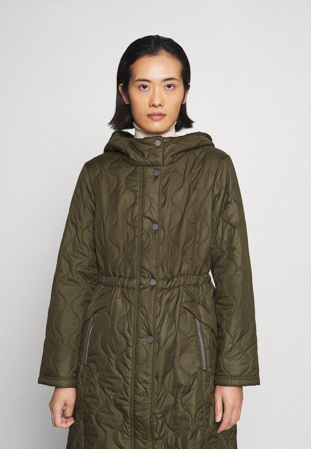 Klasyczny płaszcz - khaki