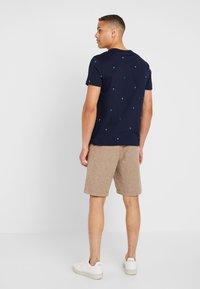 GAP - Shorts - khaki - 2