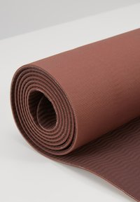 Nike Performance - YOGA MAT - Fitness/yoga - smoky mauve/burgundy crush/storm pink - 4