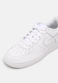 Nike Sportswear - FORCE 1 UNISEX - Baskets basses - white - 6