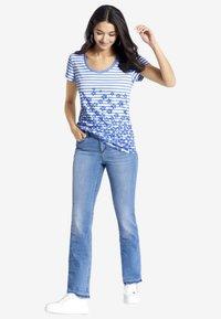 PETER HAHN - Print T-shirt - light blue - 1