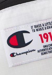 Champion Reverse Weave - BELT BAG UNISEX - Bum bag - white - 3