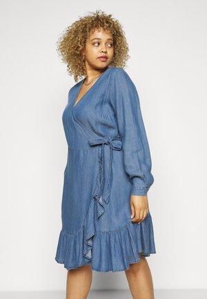 MDYA DRESS - Hverdagskjoler - mid blue denim