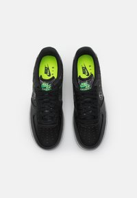 Nike Sportswear - AIR FORCE 1 '07 LV8 - Trainers - black/clear/electric green/light bone/smoke grey - 3