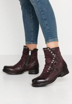 Kovbojské/motorkářské boty - liz