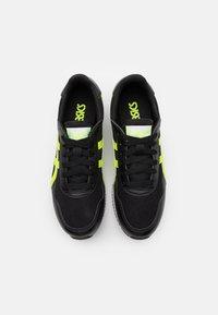 ASICS SportStyle - TIGER RUNNER UNISEX - Zapatillas - black/hazard green - 3