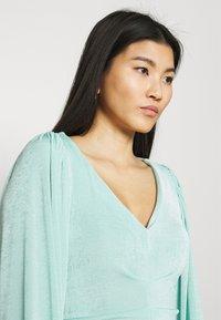 Closet - PLEATED FRONT PENCIL DRESS - Shift dress - mint - 3