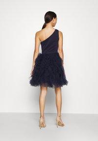 Chi Chi London - ZAZA DRESS - Sukienka koktajlowa - navy - 2