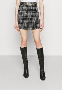 New Look - CHAIN MINI SKIRT - Mini skirt - black - 0