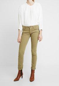 Pepe Jeans - KATHA - Spodnie materiałowe - brown olive - 0