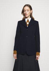 Victoria Beckham - SMALL REVERS FITTED JACKET - Sportovní sako - dark navy - 0