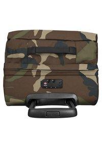 Eastpak - TRANVERZ S CORE COLORS REISEGEPÄCK  - Wheeled suitcase - camo - 3