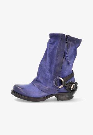 Cowboy/biker ankle boot - infinity