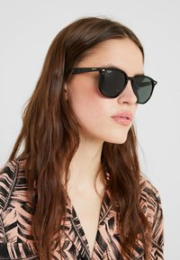 Ray-Ban - Occhiali da sole - black/green - 3