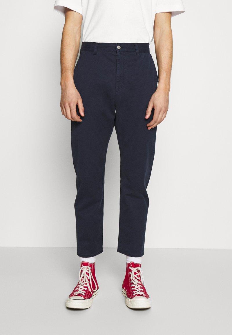 Edwin - UNIVERSE PANT CROPPED - Pantalon classique - navy blazer