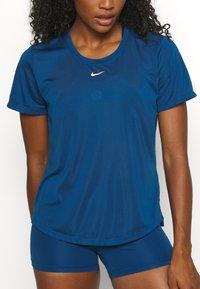 Nike Performance - ONE - T-shirt - bas - court blue/white - 5